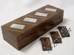 Wooden box with domino [AZ01304]