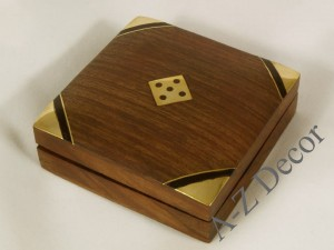 Small flat wooden dice box [AZ01566]
