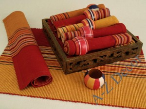 Cotton table textiles in wooden tray [AZ00359]