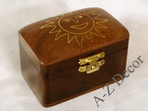 Wooden box inlaid with gold metal [AZ01556]